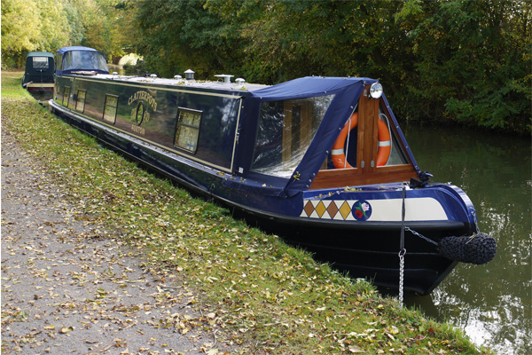 mooring a narrow boat on the canal towpath