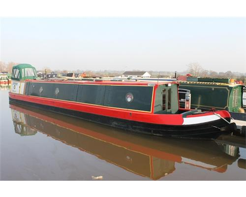 Semi traditional narrow boat